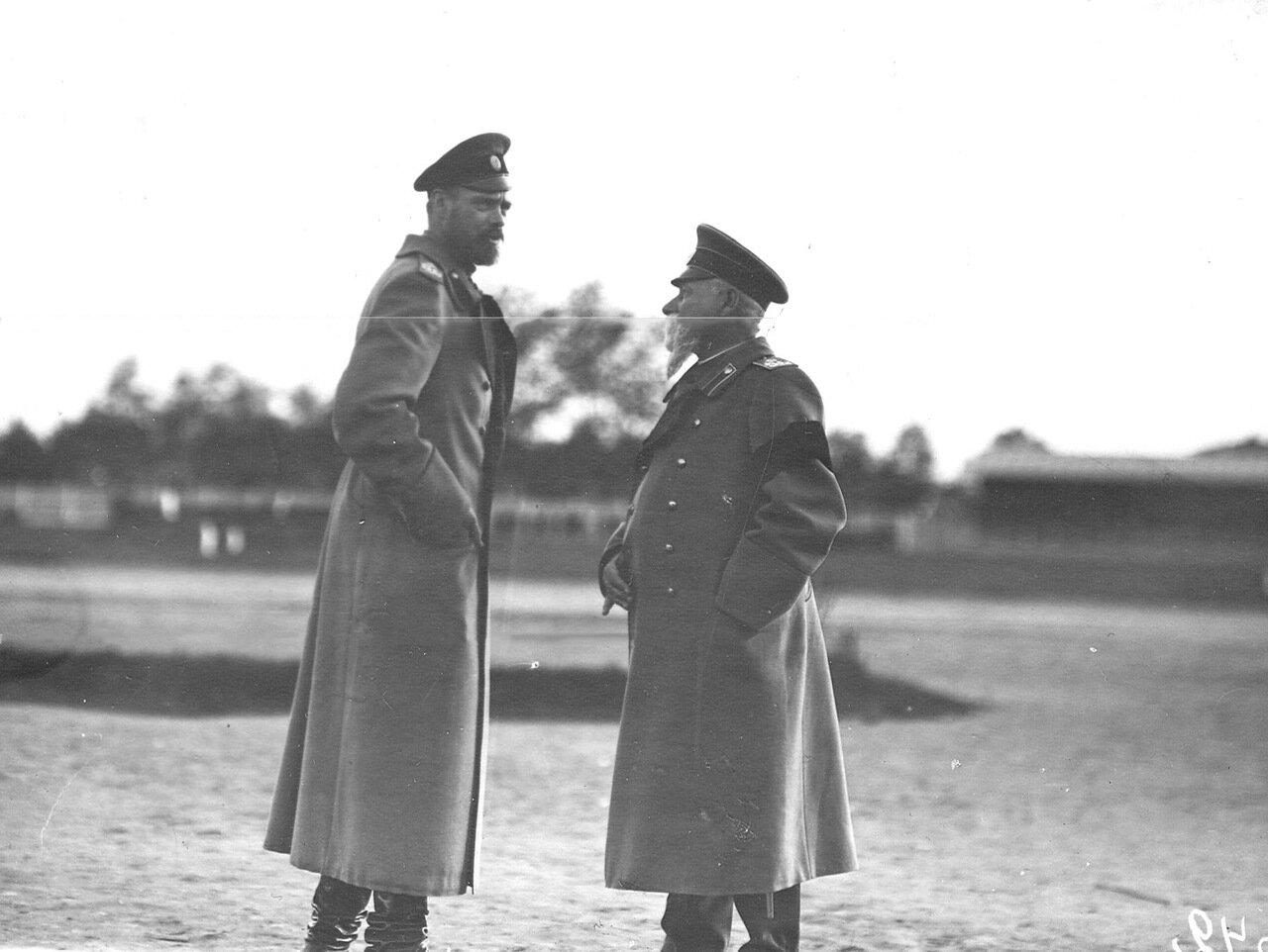 29. Великий князь Сергей Михайлович ( слева) на празнике воздухоплавания
