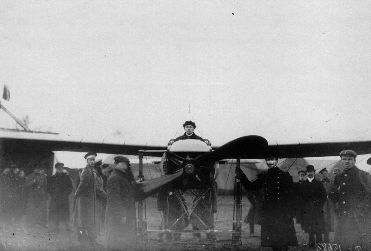 52.Летчик М.Н.Ефимов в аэроплане перед полетом