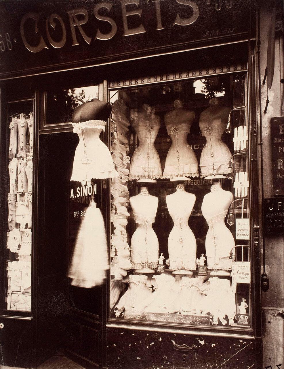 1912. Бульвар Страсбург. Корсеты