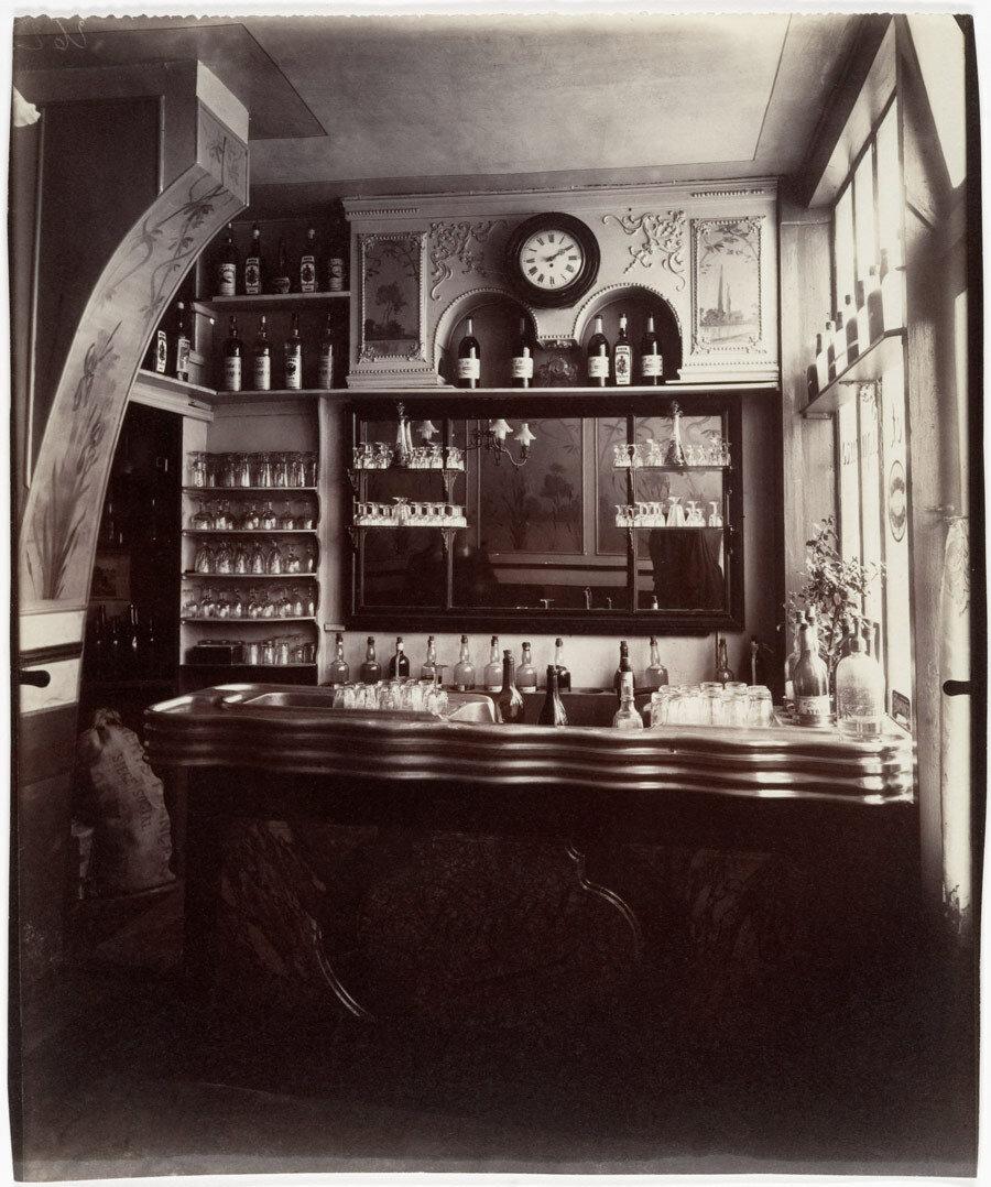 1910. Винный магазин на Рю Боэр