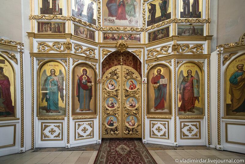 Иконостас Храма апостолов Петра и Павла в Петровском
