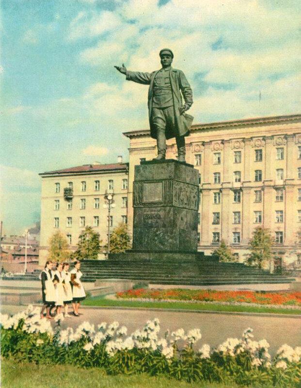 063 Памятник С. М. Кирову на Кировской площади.jpg