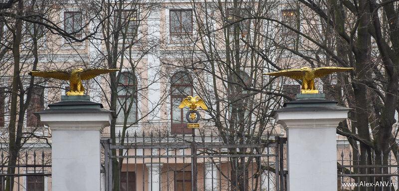 Ворота сада Аничкова дворца.