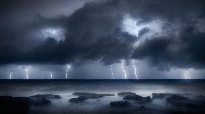 Красивые фотографии молний в самых разных местах и ситуациях 0 a5515 705ce22c orig