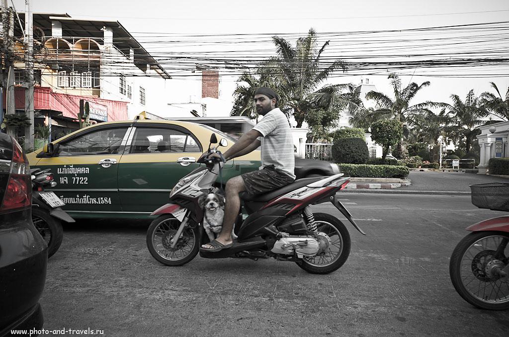 22. Традиционные такси в Паттае окрашены в зелено-желтый цвет. Отзывы туристов о поездке в Таиланд на отдых. Советы. Снято на Никон Д5100 и ширик Самъянг 14мм/2,8. 1/60 сек, А, f/9, 14 мм, 400