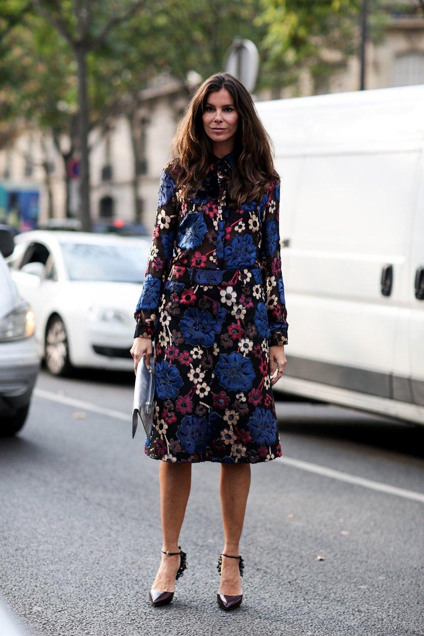 теплое платье с принтом, уличная мода Парижа 2015