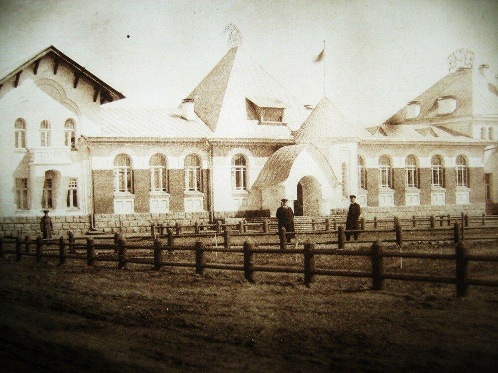 13. Пассажирское здание на станции Благовещенск
