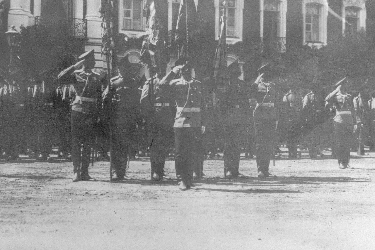 13. Личный состав полка, выстроенный перед началом парада. Петергоф. 29 июня 1913