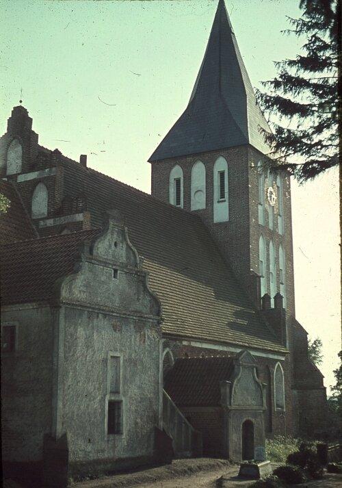 kirha-v-brandenburge-14-v..-nyne-pos.-ushakovo.-dovoennoe-foto.-seychas-v-ruinah..jpg