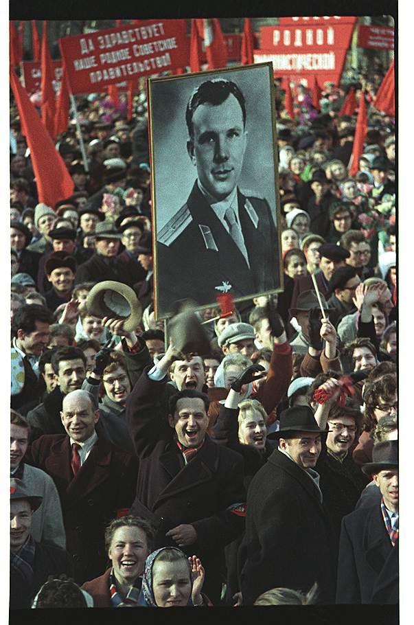 1961 Красная площадь встречает Юрия Гагарина 14 апреля 1961 года.jpg