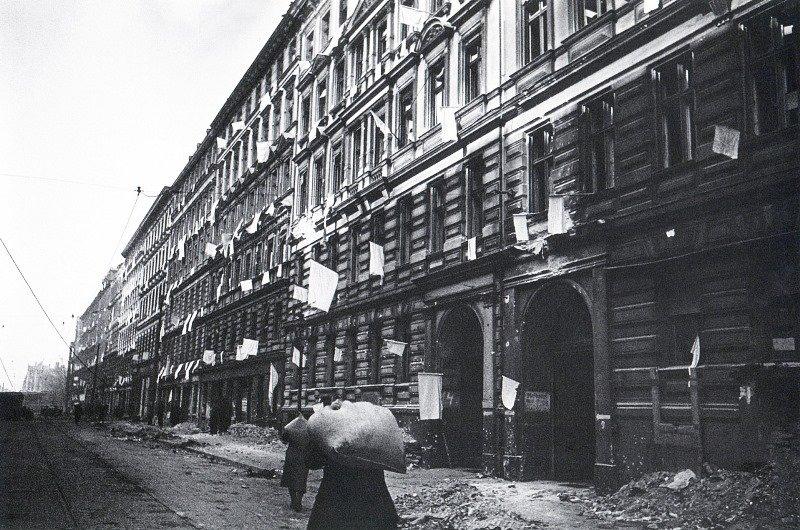 Белые флаги. Берлин. 1945 г.jpg