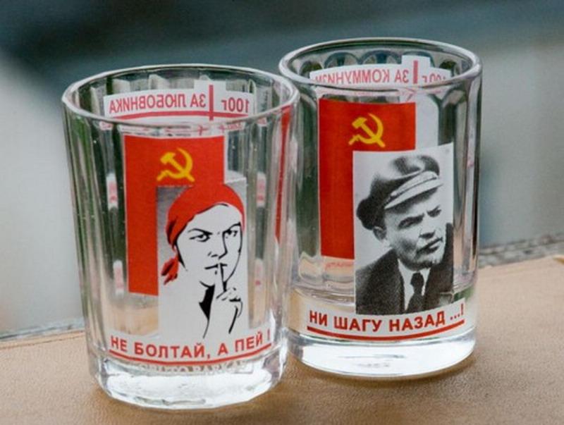 Музей-Коммунизма-в-Праге-стаканы-500x377_resize.jpg