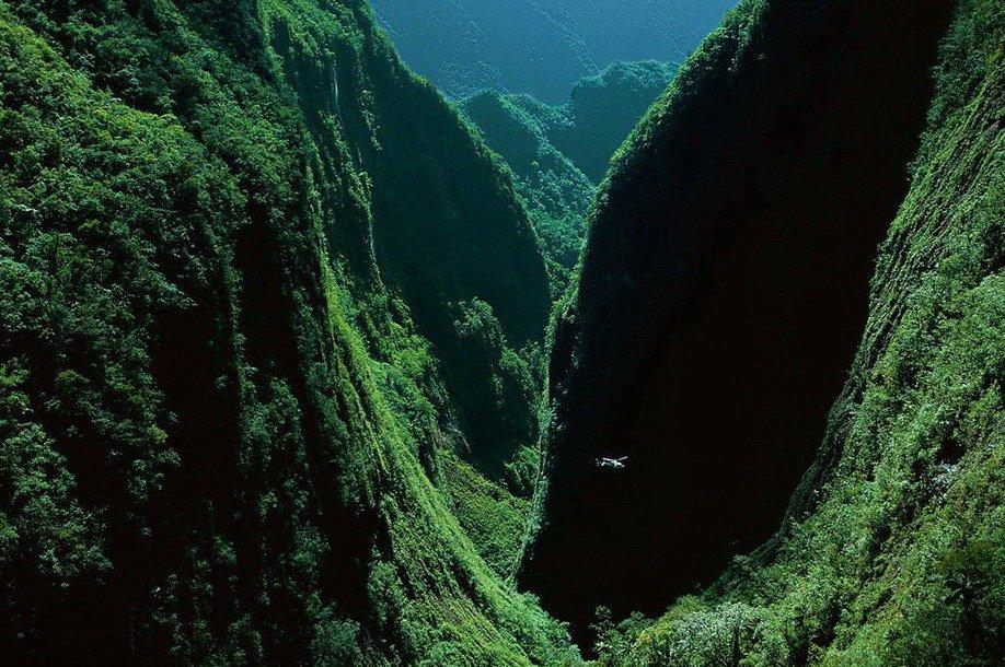 38. Ущелье Bras de Caverne на острове Реюньон в Индийском океане.