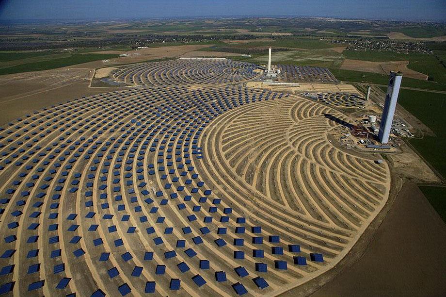 14. Солнечная тепловая электростанция в Санлукар-ла-Майор в Андалусии, Испания.
