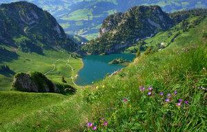 пейзажи озера в горах воспоминанья пробуждают...