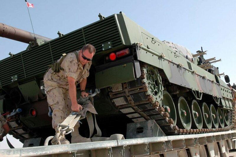 Arrivйe du Lйopard 2A6 а Kandahar