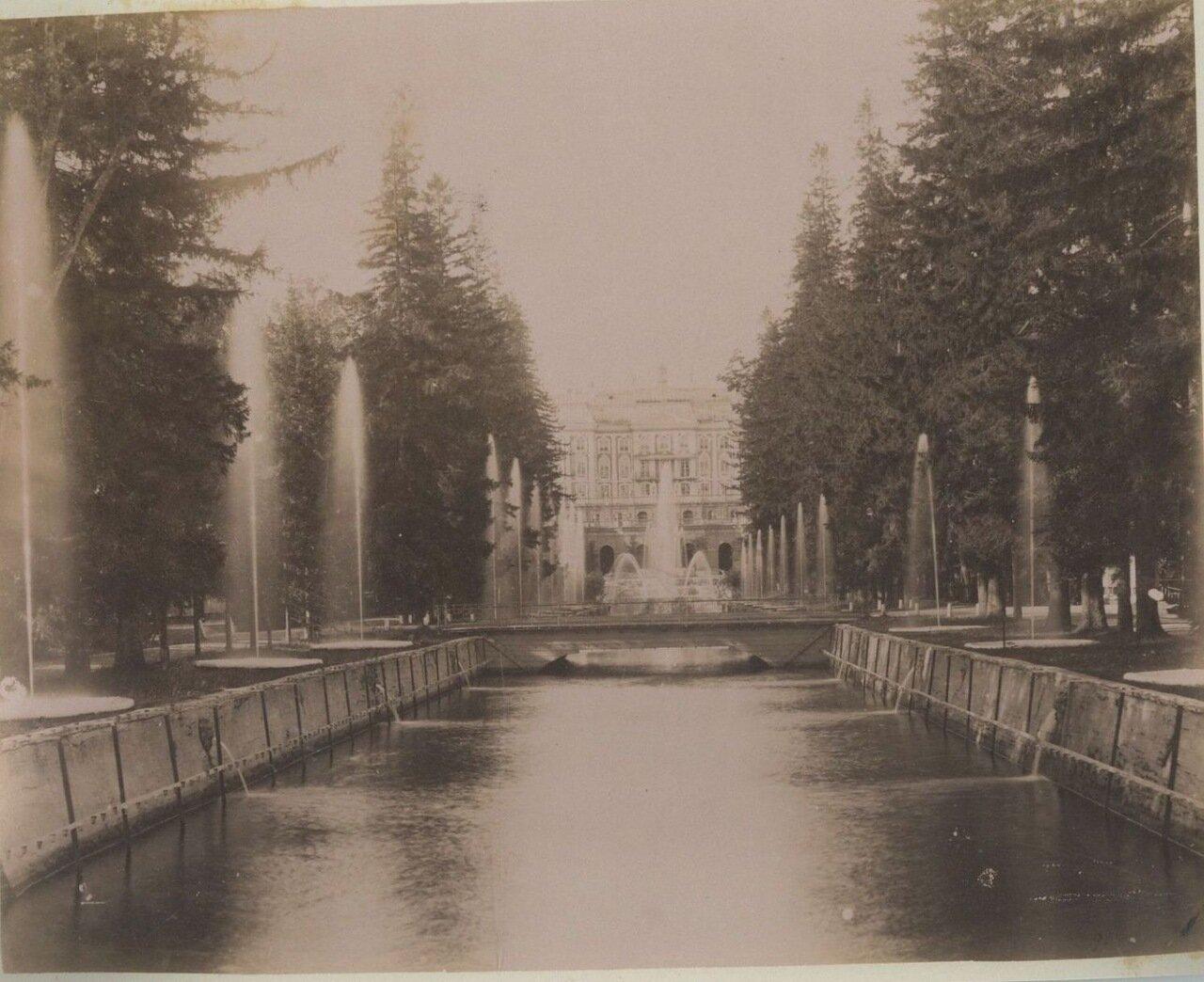 Дворец и каскад фонтанов