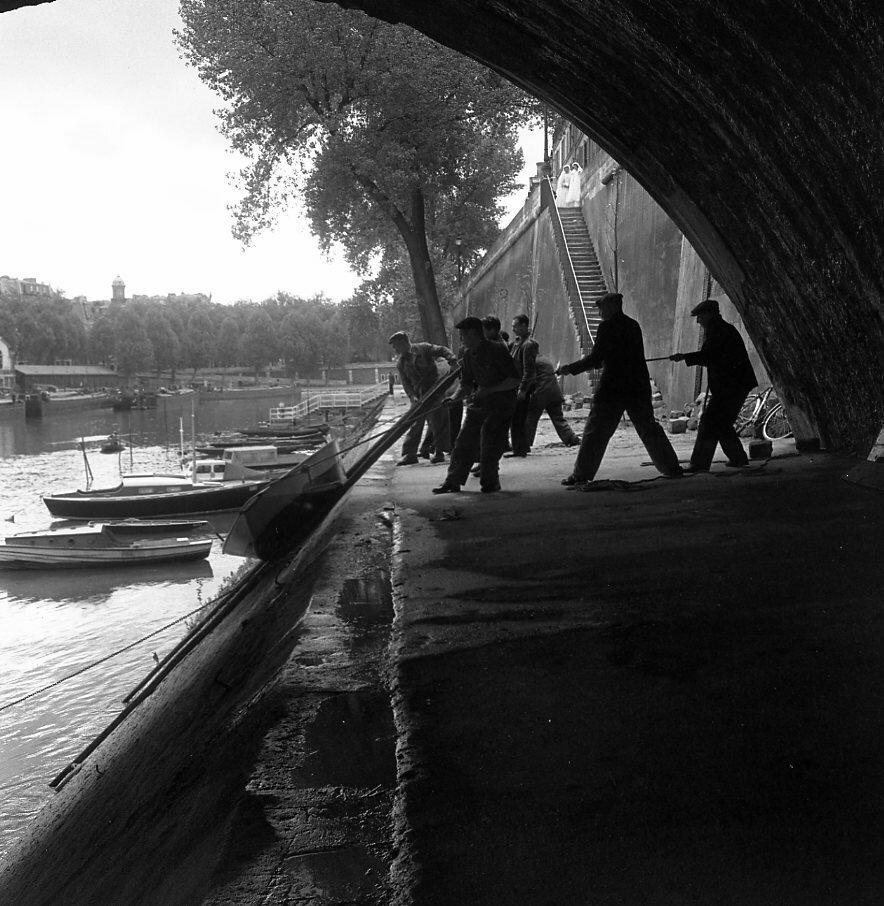 1951. Баржа, Париж