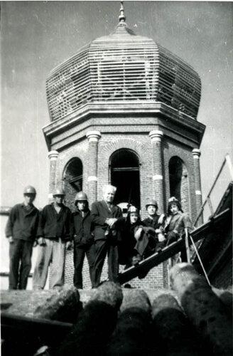 Боголюбски собор в г. Мичуринске. В центре А.И. Захаров. Фото 6 октября 1981 г.