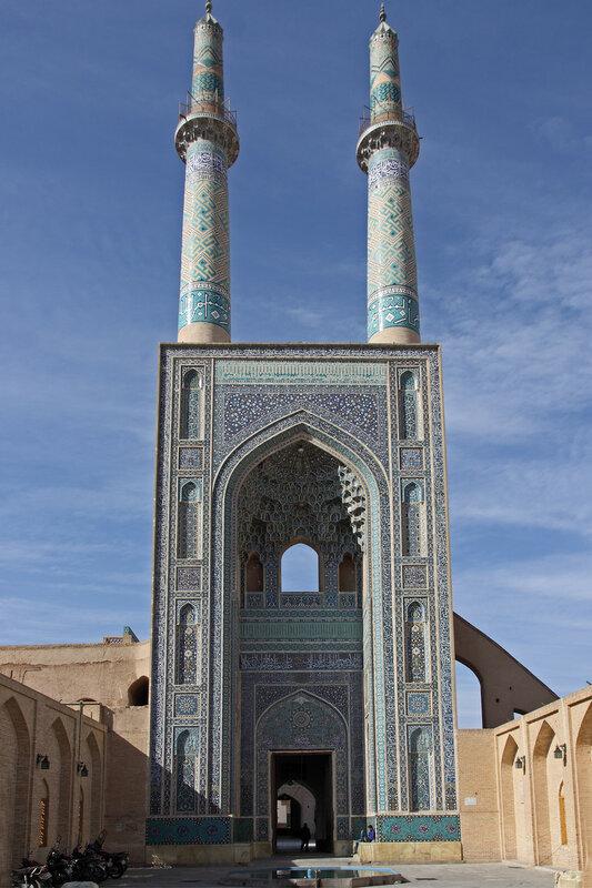 Входной портал - самый высокий в Иране