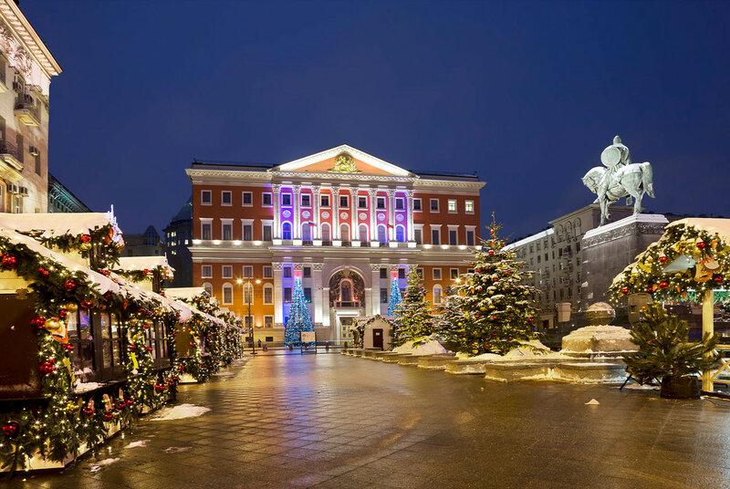 Советская площадь в новогоднем убранстве.