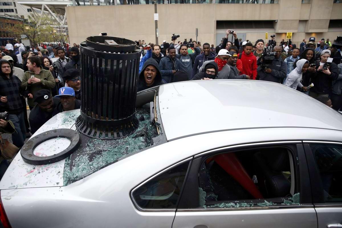 Конец полицейскому государству: Массовые протесты и уличные погромы в Балтиморе (США) (34)