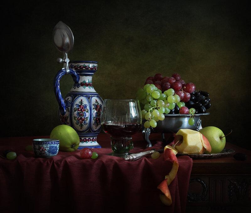 Сок, виноград и яблоки