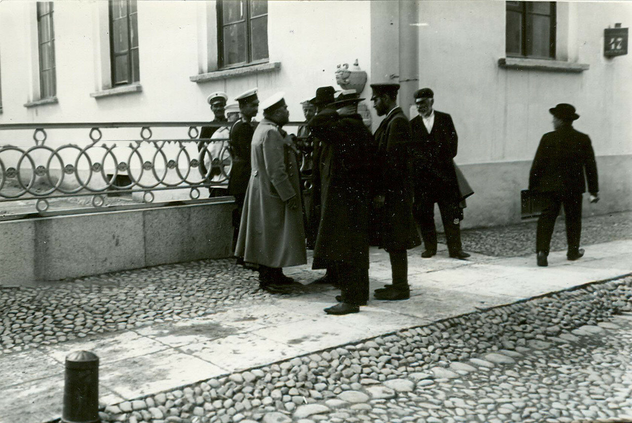 Полиция у Таврического дворца после роспуска Первой Государственной думы