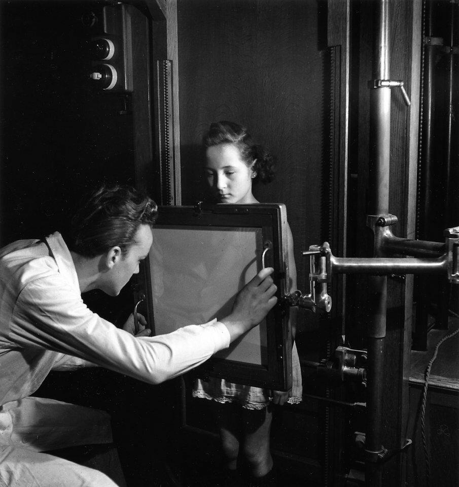 1944. Рентгенография