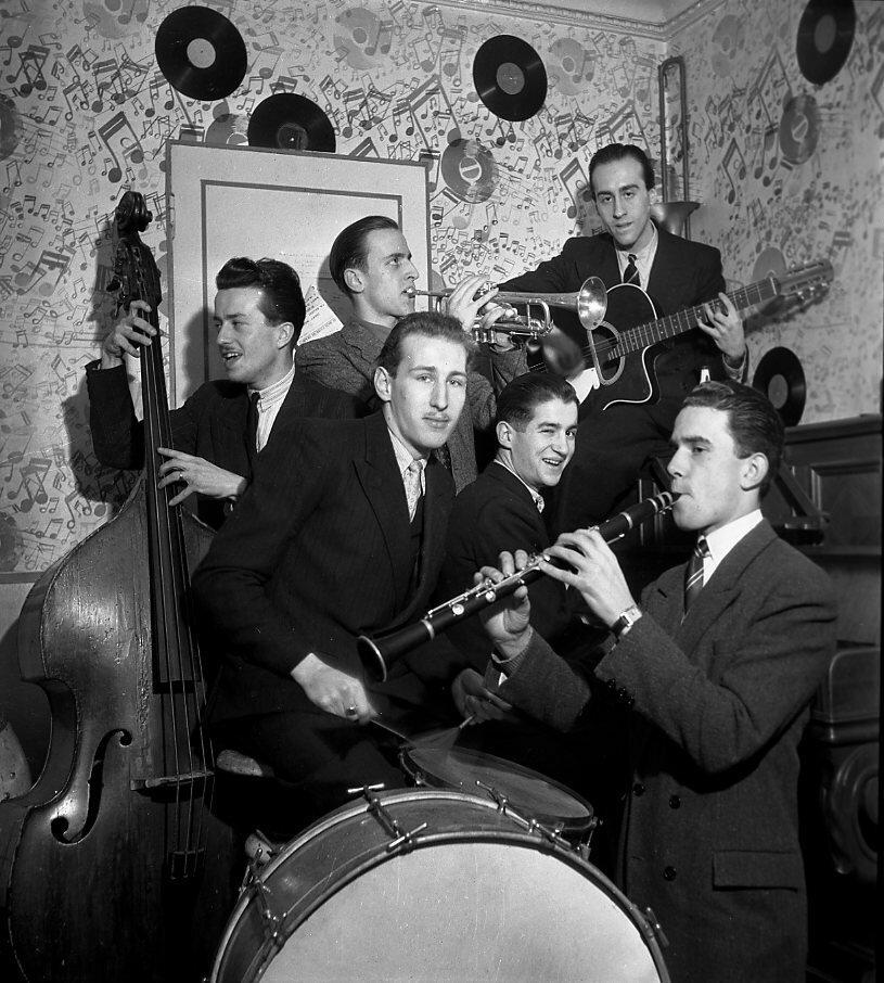 1945. Оркестр Клода Абади - Борис Виан и Ален Виан - трубы и барабаны, Лелио Виан на гитаре