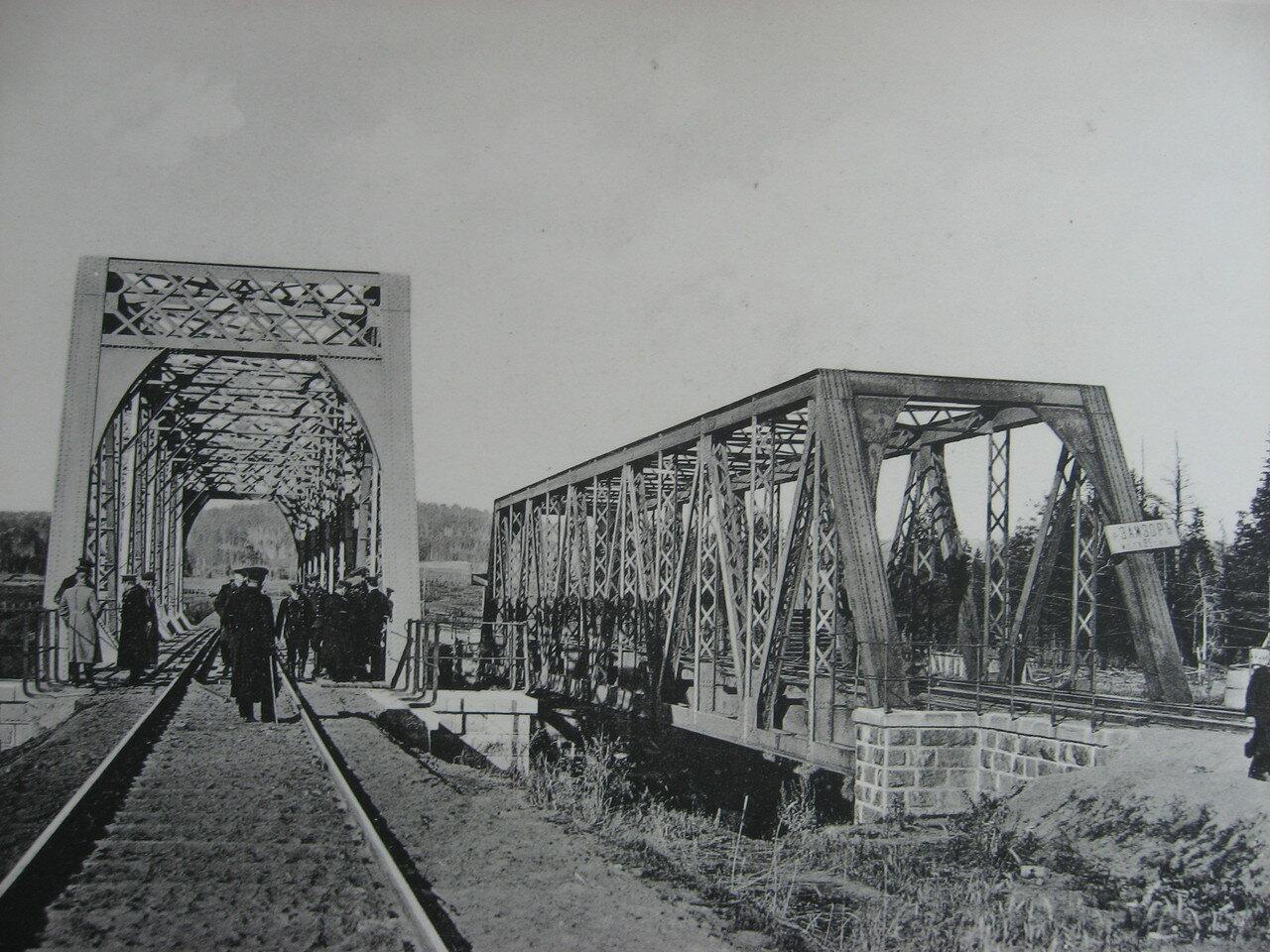 25. 2528 верста. Вид на мост через р. Замзор. Строительный период 1910