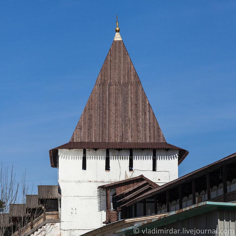 Угличская башня. Спасо-Преображенский монастырь. Ярославль.