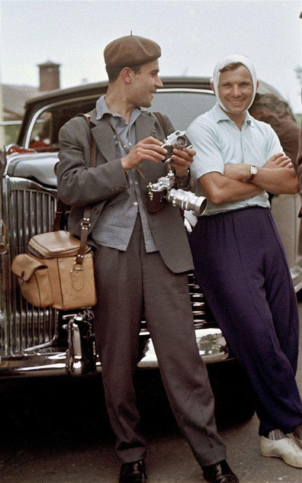 Юрий Абрамочкин с Юрием Гагариным, 1961 год.jpg