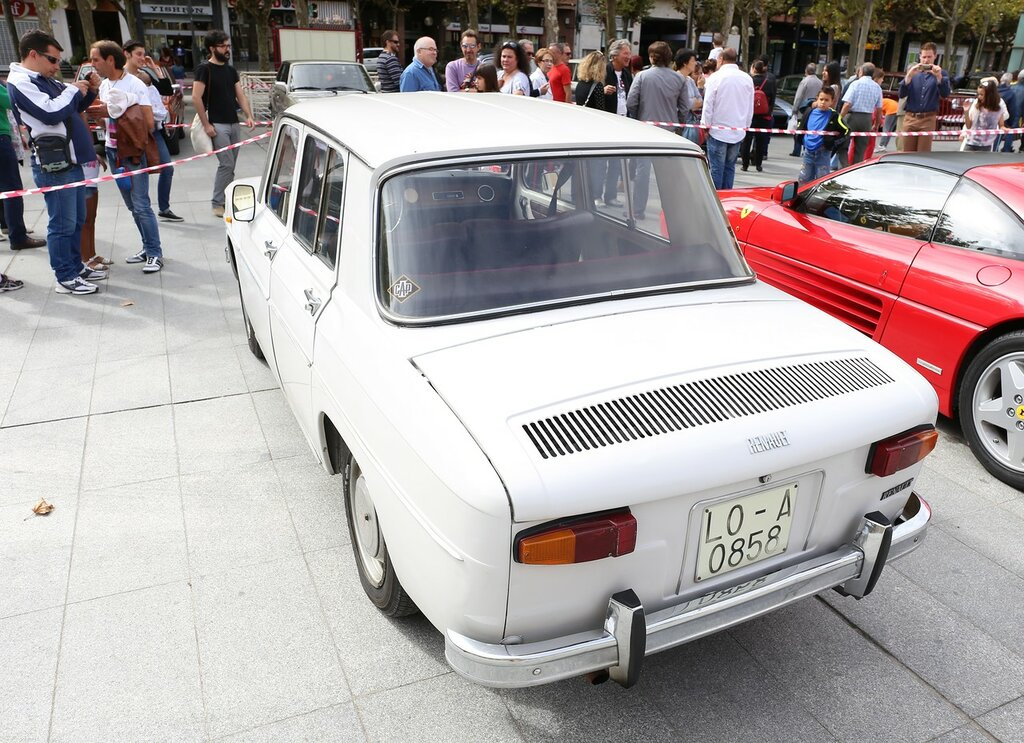 Парад ретроавтомобилей в Логроньо. Renault R8