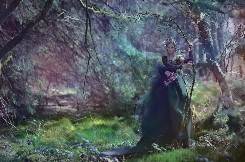 Темная красота уэльских лесов, или таинственные женские образы Агнежки Лорек