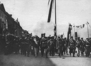 Торжественная встреча итальянского короля Виктора Эммануила III (2-ой слева) на пристани на Английской набережной.
