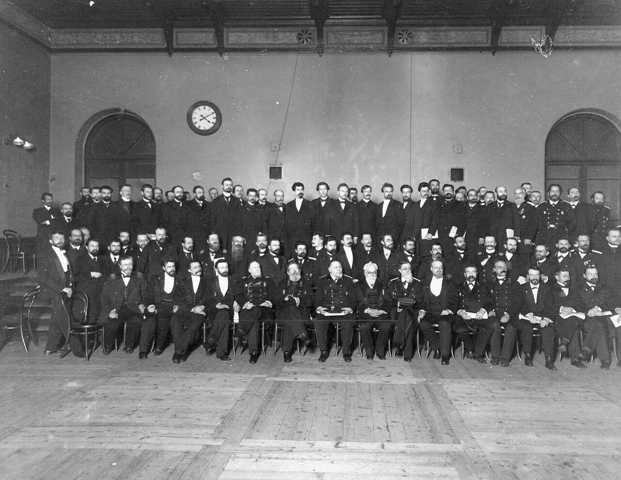 1906. Группа выборщиков в Первую Государственную думу в зале Соляного городка