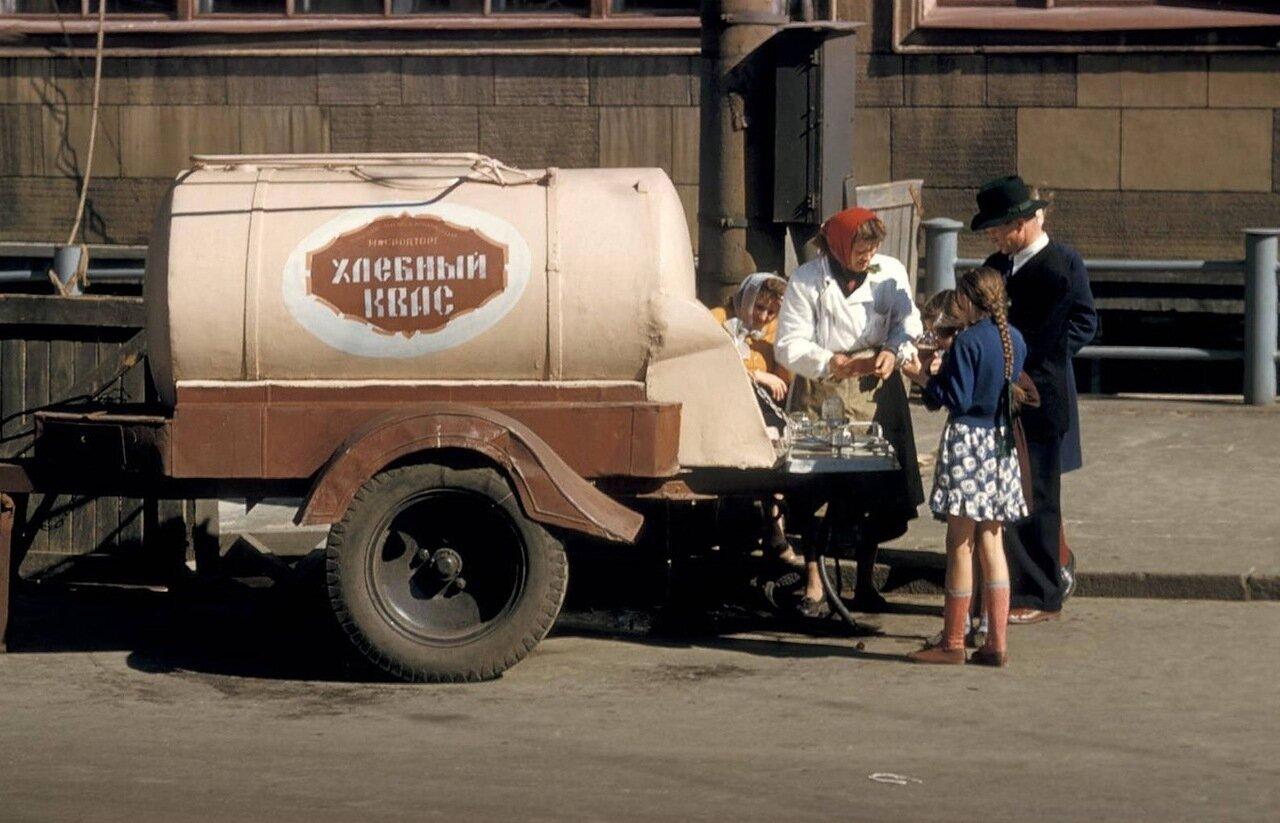 Торговля квасом на  Садовнической улице