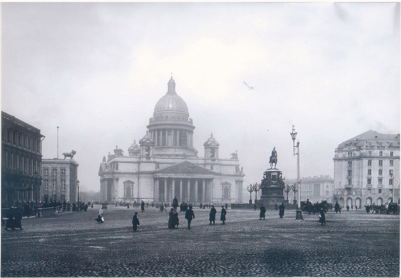 07. Исаакиевский собор, памятник императору Николаю I и часть Исаакиевской площади