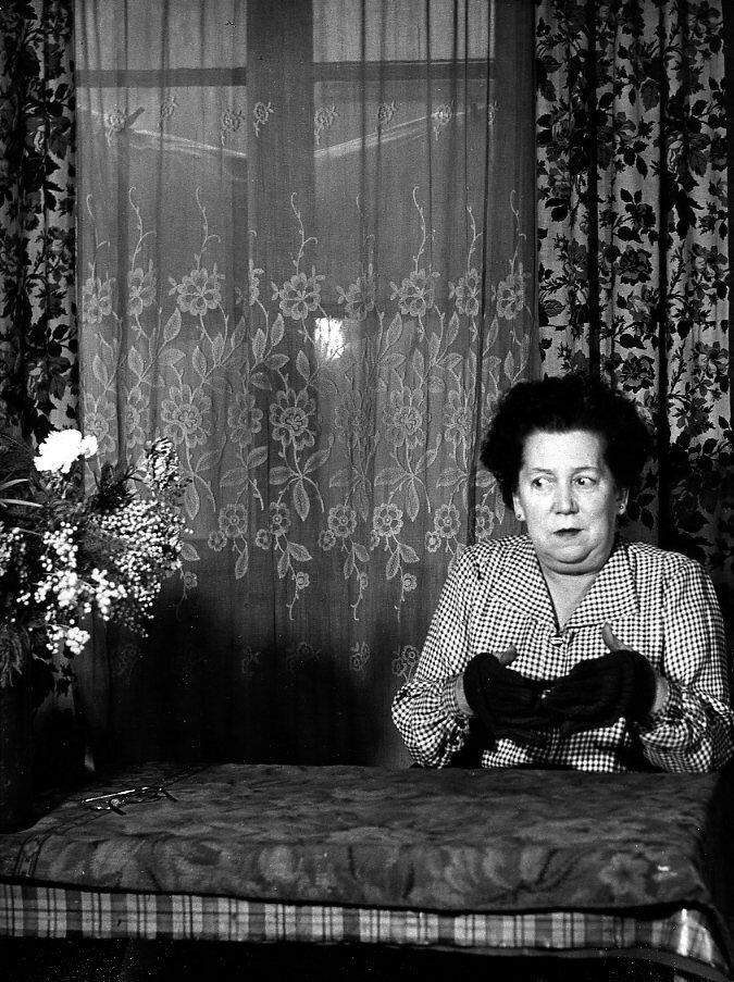 1949. Г-жа Судайс, ясновидящая