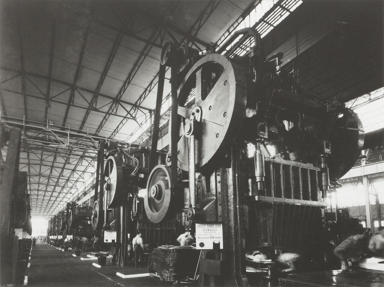 1935. На заводе Рено в  Бийанкуре