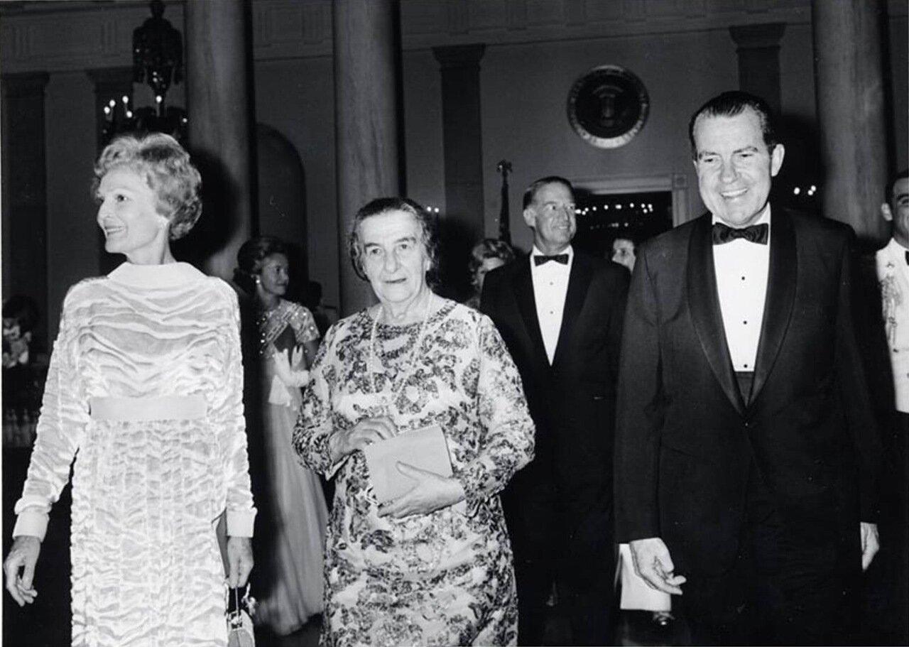 1969.  Голда Меир в Белом доме на торжественном ужине с президентом и миссис Никсон