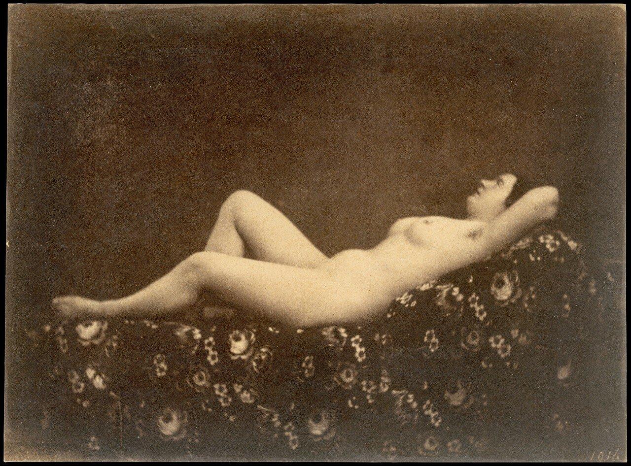 1853. Обнаженная, полулежа, в профиль