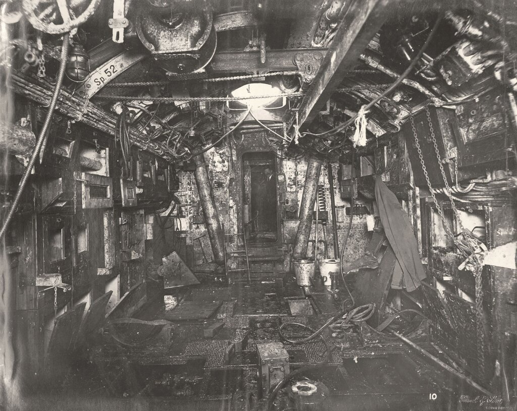 U-boat 110 (1918) after being raised from the North Sea8_1280.jpg