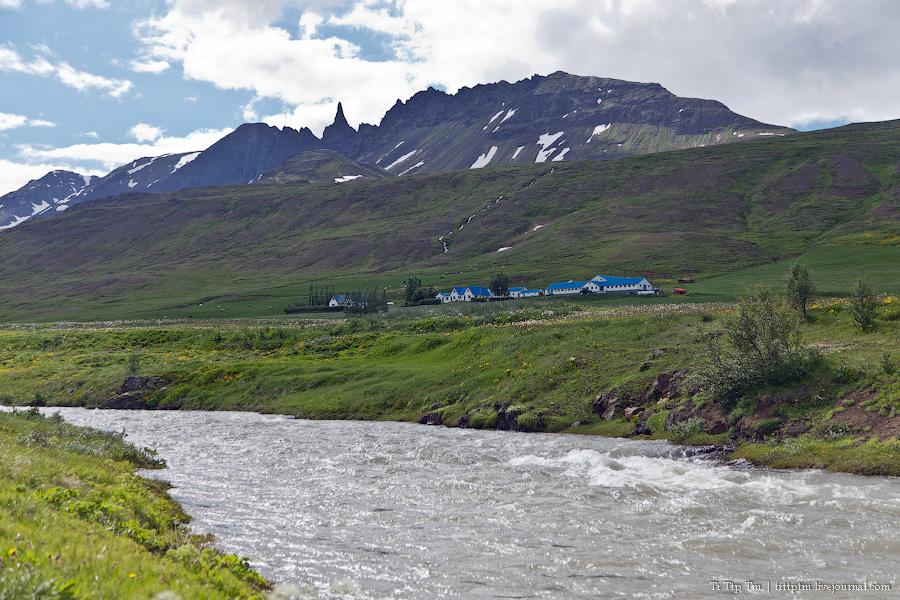 16. Дороги Нордюрланда и киты залива Скъяльфанди.