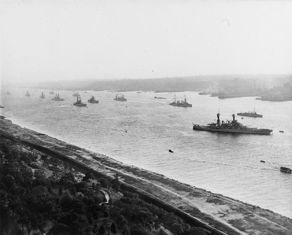 Fleet arrives in Hudson river for fleet review 31 May 1934
