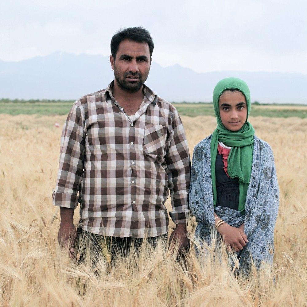 4. Отец Фатме — фермер. «Он очень много работает».