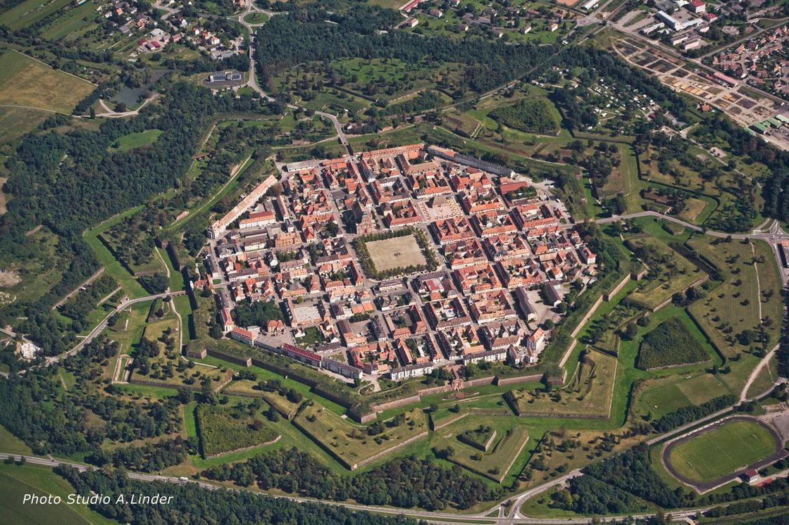 После Рисвикского договора (1697 г.), Людовик Великий обязался вернуть Германии город Брейзах, н