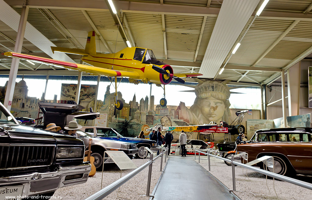 12. Чешский самолет Cmelak Let Z-37-A подвешен в военной части экспозиции музея Auto & Technik MUSEUM SINSHEIM. Интересные места недалеко от Франкфурта. Поездка по Германии на автомобиле.