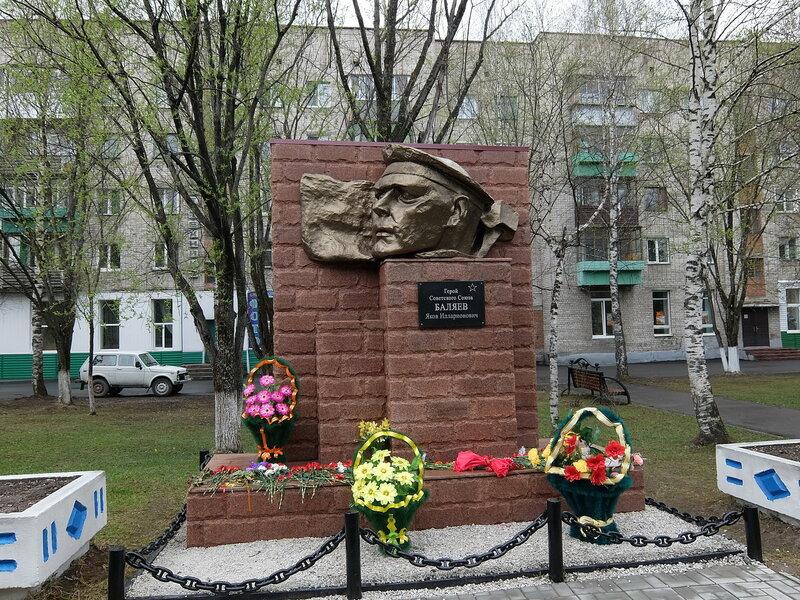 Таштагол - Памятник Баляеву
